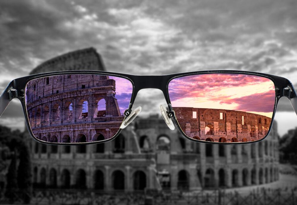 Daltonisme : comment des lunettes spéciales améliorent la perception des couleurs (Shutterstock/Maria Vonotna)