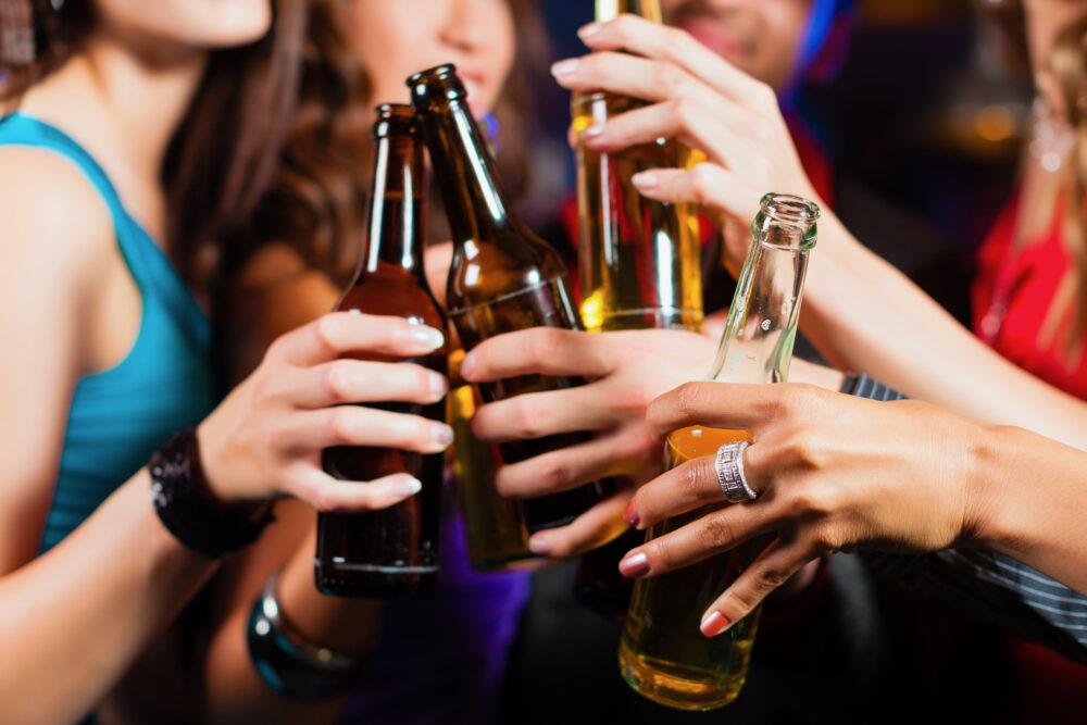 Alcool, œstrogènes et mémoire (©Shutterstock/Kzenon)