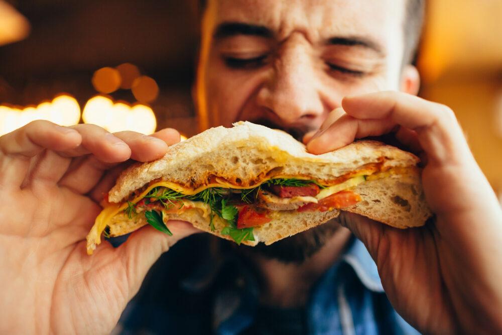 Comment notre cerveau régule-t-il la prise alimentaire? (©Shutterstock/SG SHOT)